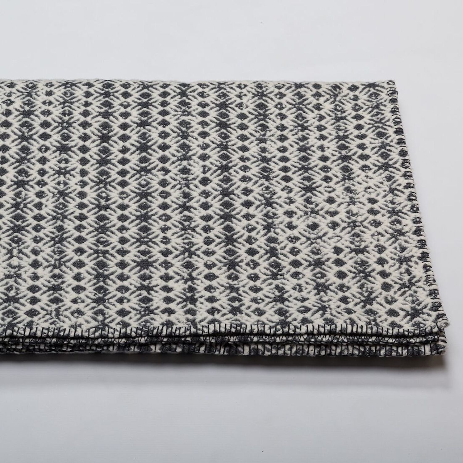 David Fussenegger DF Deco Wooly Grey Koc